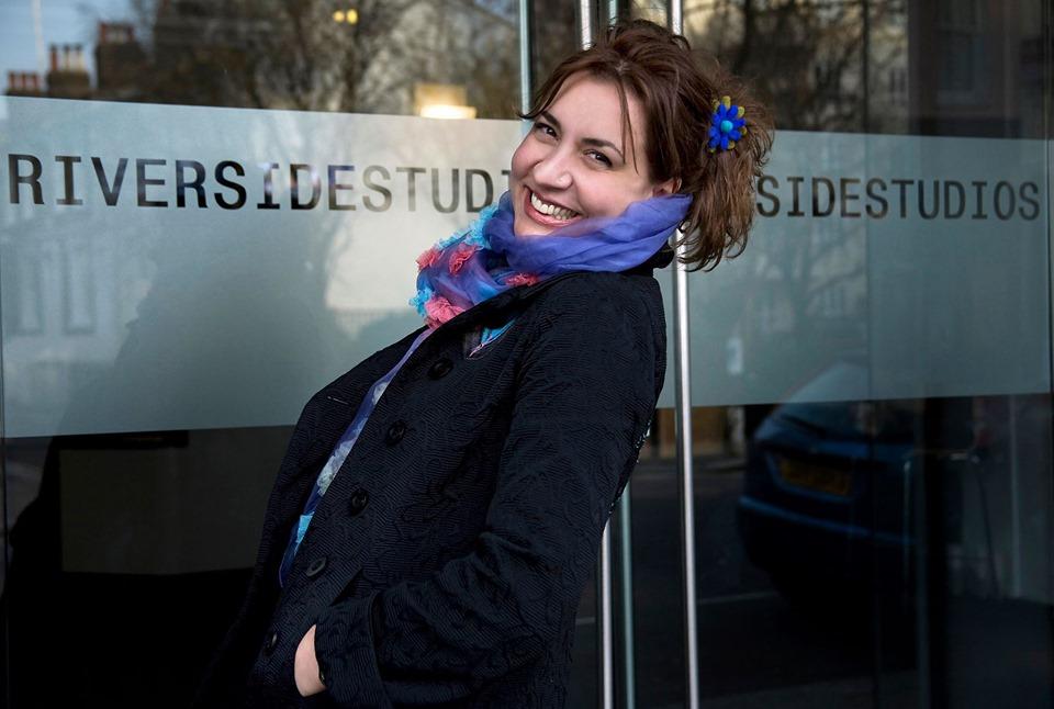 Αναστασία Ρεβή: «Η θεατρική παιδεία στην Ελλάδα είναι πολύ καλή και το επίπεδο των θεατρικών παραγωγών πολύ υψηλό»
