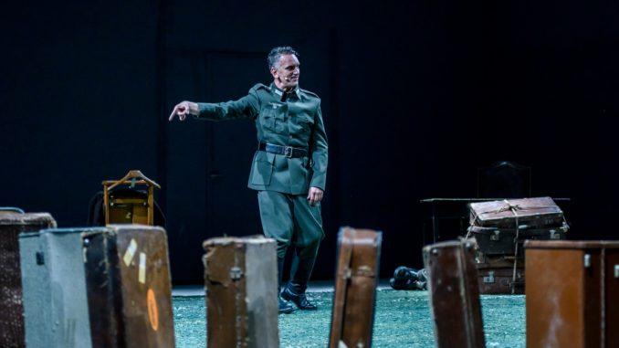 Κριτική για την παράσταση «Ηimmelweg (Ο δρόμος για τον ουρανό)» με τον Νίκο Ψαρρά στο Θέατρο Αμαλία