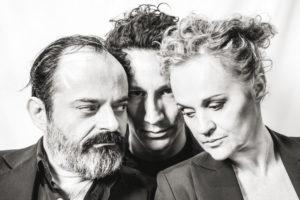 Κριτική ψηφιακής παράστασης του Οιδίποδα σε σκηνοθεσία Δημήτρη Καραντζά