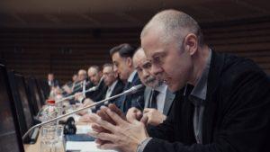 Κριτική για το πολιτικό φιλμ «Ενήλικοι στην Αίθουσα» του Κώστα Γαβρά