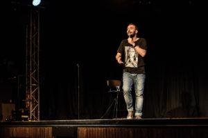 Ο Γιώργος Χατζηπαύλου με το «Τάιμινγκ» στο θερινό σινεμά Ελληνίς